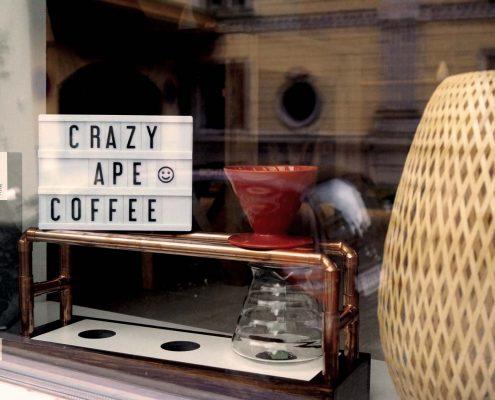 Fenster im Crazy Ape Coffee